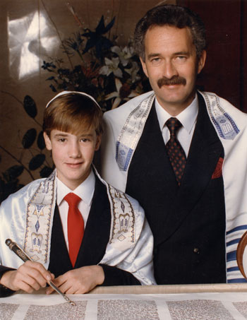 jewish matchmaking mitzvah If a little scroll with only two paragraphs of the shema is sufficient to fulfill the mitzvah of mezuzah, certainly a torah scroll should achieve the same mitzvah what korach failed to realize is that the torah contains two kinds of laws.